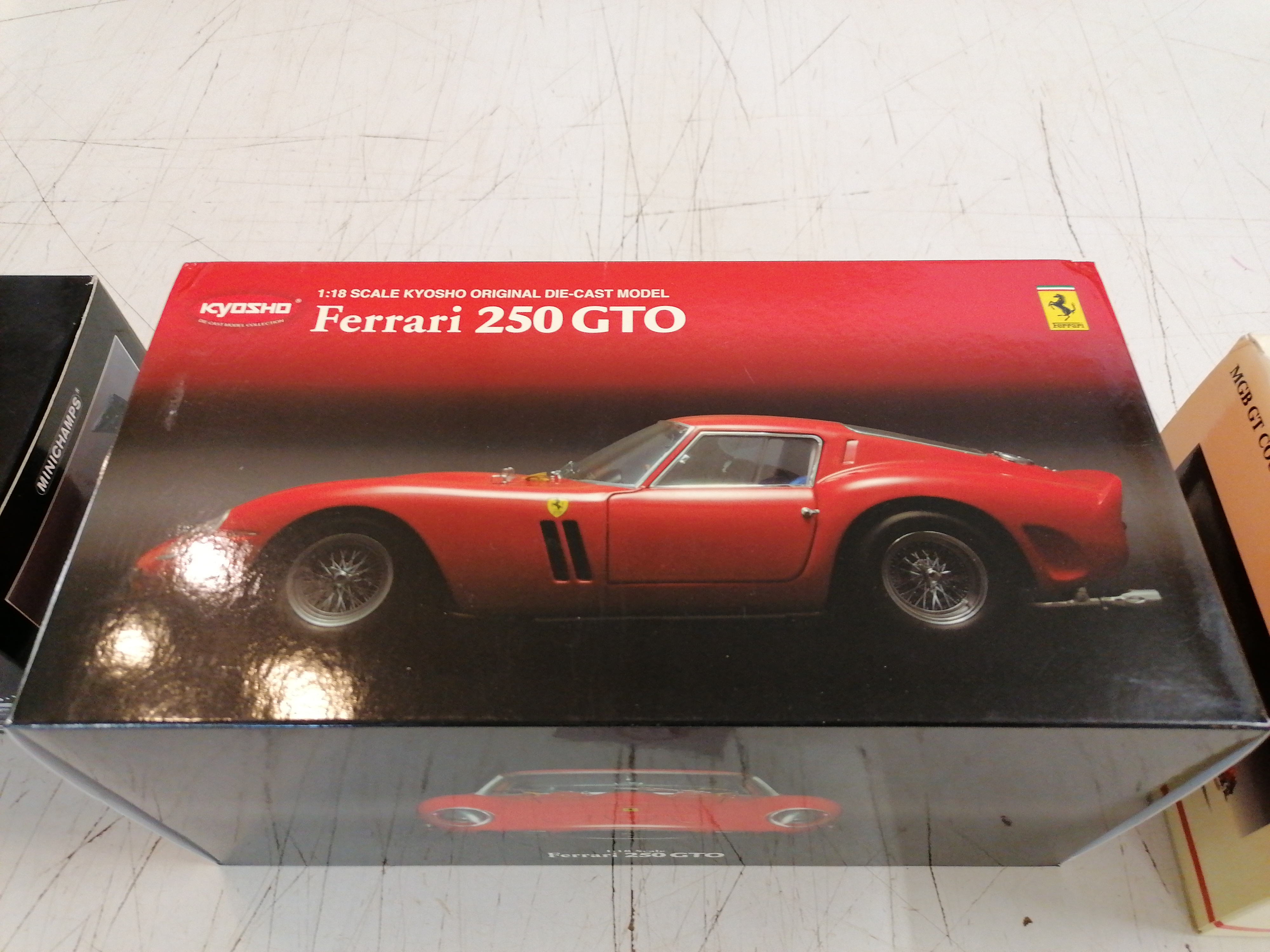 "<p>Miniature Kyosho Ferrari<br />250 GTO<br />90,00 € T.T.C<br /><a href=""/Article/110911?type=depose"" style=""color:white;"" target=""_blank"">Lien vers l&#39;article</a></p>"